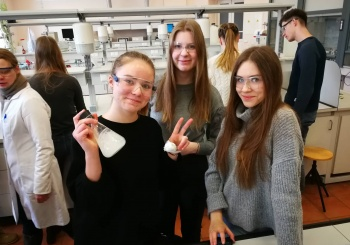 Kelionė į chemijos mokslo laboratoriją pakvietė domėtis Lietuvos istorija