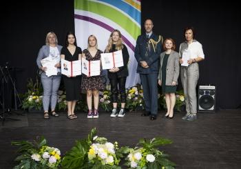 Jubiliejinėje DofE programos ceremonijoje apdovanotos trys gimnazistės