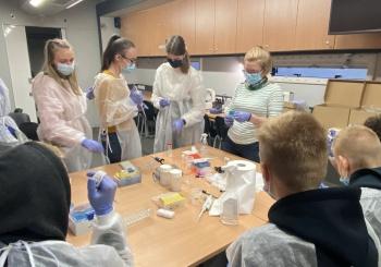 """Mobili mokslinė laboratorija – puiki galimybė """"pasimatuoti"""" mokslininko profesiją"""